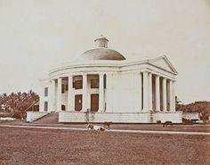 'De rond 1840 gebouwde Willemskerk in Batavia, de hoofdkerk van de Protestantse Kerk in Nederlands Indië«'. Bron: KITLV, Leiden, inv.nr. 4065