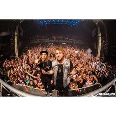 front row = selfie with best DJs