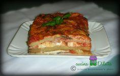 Ho sentito dire più volte che la parmigiana di melanzane si fa solo con melanzane,pomodoro e mozzarella. Ma a Catania,si sa,si suona un'altra musica e .....
