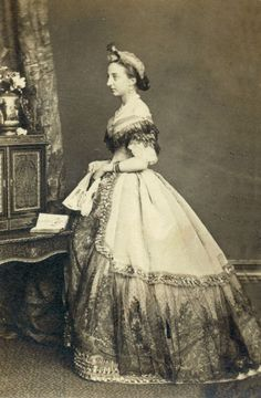 Infanta María Isabel de Espanha, Princesa de Orleans y más tarde Condesa de Paris (Sevilla 1848-Villamanrique de la Condesa 1919).  La Infanta María Isabel era hija de la Infanta Luisa Fernanda de Borbón y del Príncipe de Antoine de Orleans.Infanta Maria Isabel de Espanha, Princesa de Orleans e mais tarde condessa de Paris (Sevilha 1848-Villamanrique de la Condesa 1919).  O Infanta Maria Isabella era filha de Infanta Louise Fernandina de Borbon e príncipe Antoine de Orleans.