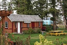 Old Things, Cabin, House Styles, Home Decor, Decoration Home, Room Decor, Cabins, Cottage, Home Interior Design