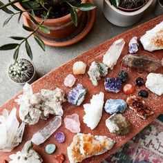 The Earth provides many of the necessary tools needed to help heal the body, mind and spirit. One of these tools is Reiki healing stones and crystals. These stone are used to help align and unblock the life force in the body. Crystals Minerals, Rocks And Minerals, Crystals And Gemstones, Stones And Crystals, Crystal Magic, Crystal Grid, Crystal Healing, Wicca, Magick