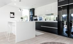 Upea Puustellin keittiö Kitchen Dining, Dining Room, Minimal Kitchen, My Dream Home, Home And Living, Minimalism, Sweet Home, Interior, Table