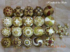 Vianočná kolekcia na želanie aj s darčekom :) Folded Fabric Ornaments, Quilted Christmas Ornaments, Christmas Favors, Handmade Ornaments, Christmas Baubles, Christmas Tree Decorations, Christmas Crafts, Christmas Patchwork, Xmas