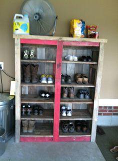 Pallet Shoe rack #PalletRack, #PalletShoeRack, #RecycledPallet