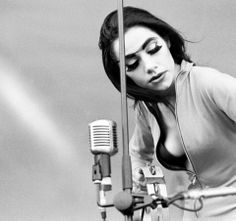 PJ Harvey. She did tranny chic well....