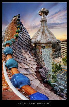 Architecture - Antoni Gaudi - Art Nouveau - Modernisme Catalan - Casa Batillo, Barcelona, Spain. 1904-6.
