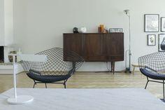 bertoia wire chair, living room, mid century, minimal