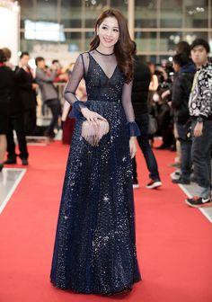 Chi Pu ghi điểm với bộ váy xanh dương lấy cảm hứng từ hình ảnh dải ngân hà.
