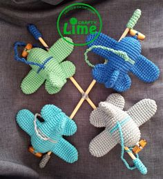 gehäkelte Flugzeuge. Crochet Airplanes. Mobil http://de.dawanda.com/product/86289663-mobile-flugzeuge-aircrafts-for-baby-boy