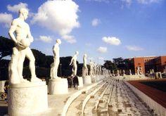 Foro Mussolini - Statues around the Arena