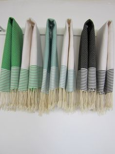 Set of 2 Guest towel solid with thin stripesScents and Feel