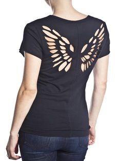 : DIY T- Shirt Redesign Ideas (part T- Shirt Redesign : shredded / laser-cutting (cut out) (Diy Shirts Design) Shirt Refashion, T Shirt Diy, Diy Tshirt Ideas, T Shirt Redesign, Umgestaltete Shirts, Ripped Shirts, Cut Up T Shirt, Diy Mode, Diy Vetement
