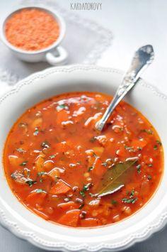W końcu zima. A jak zima, to rozgrzewająca, pikantna zupa. Przyjemnie będzie jutro wrócić z pracy i napełnić brzuchy czymś takim. W pierwsze...