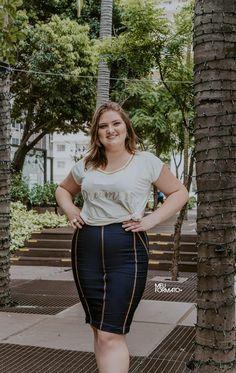 8f38ad430 Saia plus size jeans com barra removível. Fechamento com zíper lateral.  Composição  53