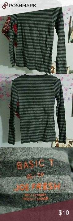 Gray longsleeve tshirt Really comfy, 100% cotton, great condition, worn once Tops Tees - Long Sleeve