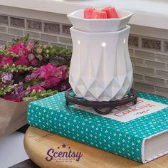 Scentsy Elektrische Duftlampe Alabaster. Lasst Euch verzaubern von unseren tollen elektrischen Duftlampen und den betörenden #Düften. Bestellen Sie Jetzt acheter.scentsy.fr #ScentsyDeutschland #ScentsyÖsterreich #KeramikWärmer #Duftkerzen #Dochtlose #Duftwachs