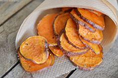 Passend dazu zeige ich Euch eines meiner Lieblings Rezepte: Süßkartoffel Chips mit Guacamole