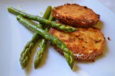 Sehr gut zu gebratenen Kartoffeln und Gemüse schmeckt der gebackene Schafkäse. Geht schnell und bringt sommerlichen Geschmack in die Küche.