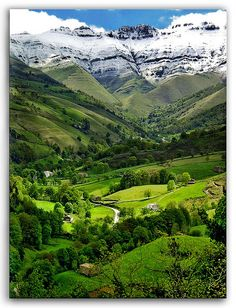 Valle del Pisueña – Cantabria – España .The north of Spain counts with some of the most beautiful landscapes in Europe, some places are just unbelievable like this one in Cantabria.
