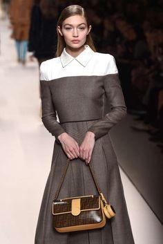Fendi, Otoño/Invierno 2018, Milán, Womenswear Winter Trends, Fendi, Trends 2018, Bb Style, Royal Clothing, Fashion Week 2018, Business Formal, Simple Elegance, Business Fashion