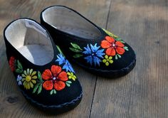 Embroidered baby shoes from Muhu island, Estonia |