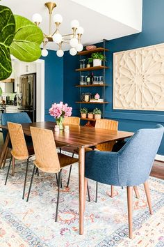 Mid-Century Expandable Dining Table - Walnut Tips & Guide - bdarop Mid Century Modern Dining Room, Dining Room Blue, Dining Room Design, Expandable Dining Table, Walnut Dining Table, Beautiful Dining Rooms, Dining Room Inspiration, Upholstered Chairs, Decoration