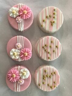 Pink and White Drizzled Flower Chocolate Covered Oreos Oreo Cookies, Sugar Cookies, Mini Cakes, Cupcake Cakes, Bundt Cakes, Formation Patisserie, Chocolate Covered Treats, Chocolate Dipped Oreos, Chocolate Tarts