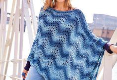 Ein Poncho ist kein Accessoire, das man nur im Winter tragen kann. Ein gestrickter Sommerponcho im luftigen Muster eignet sich perfekt für kühle Sommertage.