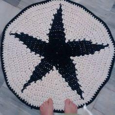 Alfombra de trapillo Patrón en http://susimiu.es/patron-de-alfombra-redonda-con-estrella-en-el-centro-modelo-star/