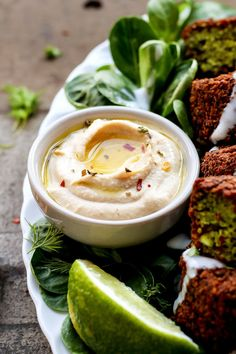 Magical Green Falafels - Full of Plants Falafel Recipe, Hummus Recipe, Vegeterian Dishes, Vegetarian Recipes, Healthy Recipes, Free Recipes, Healthy Food, Vegan Menu, Super Greens