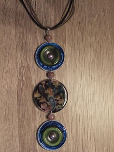 collier capsules aplaties bleu et vert