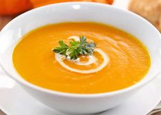 Velouté butternut with thermomix. I propose a butternut velouté recipe, easy and quick to make at home with the thermomix. Best Pumpkin Soup Recipe, Spicy Pumpkin Soup, Butternut Soup, Pumpkin Beer, Apple Soup, Spicy Recipes, Soup Recipes, Healthy Recipes, Chorizo Soup