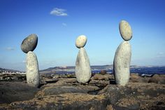 Adrian Gray has been developing his art of stone balancing for many years. His ability to create almost impossible to believe compositions . Rock Sculpture, Ice Sculptures, Stone Balancing, Lyme Regis, Gray Rock, Rock Groups, Beautiful Rocks, Land Art, Installation Art