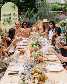 Step into the summer garden picnic 💐🌼 despite it being a million degrees this was the perfect afternoon - and this gorgeous tablescape in the middle of the grass gave me so many party ideas! Photos by @valoriedarling California Outfits, California Style, Garden Picnic, Summer Garden, Daily Beauty Routine, Beauty Routines, Bar Set Up, Home Landscaping, Girly Outfits