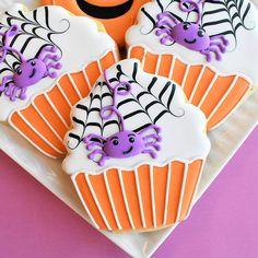 Halloween Cookies Decorated, Halloween Decorations, Decorated Cookies, Spider Cupcakes, Birthday Cookies, Cookie Decorating, Decorating Ideas, Biscotti, Sugar Cookies