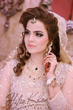 This is the portal where you will get the best articles about Pakistani and indian designers. Pakistani Wedding Dresses, Bridal Wedding Dresses, Wedding Wear, Bridal Style, Bridal Hair, Pakistan Wedding, Bridal Makeover, Bridal Photoshoot, Bridal Pictures