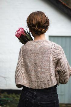 Ravelry: Favo Sweater pattern by Fiber Tales Sweater Knitting Patterns, Knitting Designs, Knit Patterns, Knitting Projects, Ravelry, How To Purl Knit, Mode Vintage, Look Fashion, Knit Fashion