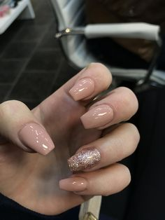 Semi-permanent varnish, false nails, patches: which manicure to choose? - My Nails Aycrlic Nails, Glitter Nails, Hair And Nails, Gold Sparkle Nails, Fantastic Nails, Fabulous Nails, Best Acrylic Nails, Acrylic Nail Designs, Nagellack Design