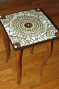 Mesa rosas - Her Crochet Mosaic Tray, Mosaic Pots, Mosaic Wall, Mosaic Glass, Mosaic Tiles, Tiling, Mosaic Crafts, Mosaic Projects, Mosaic Designs