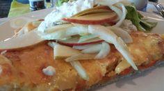 Kartoffelkuchen mit Fenchel und Apfelsalat