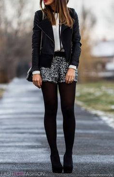 herbst outfit mit lederjacke kurze hose silber pailletten glitzer strumpfhose autumn outfit with leather jacket shorts silver sequin glitter pantyhose Fashion Mode, Look Fashion, Winter Fashion, Fashion Outfits, Street Fashion, Latest Fashion, Heels Outfits, Fashion Tights, Fashion Styles