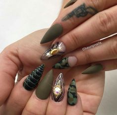 If your boyfriend or husband is a glorious soldier, I'm sure you'll like camouflage nail designs or camo nail designs. These are perfect attempts to use Camouflage Nail Design in another modern style. If you also like camouflage nail designs, look Camouflage Nails, Camo Nails, Fancy Nails, Pretty Nails, Dope Nails, Nagel Gel, Green Nails, Fabulous Nails, Stylish Nails