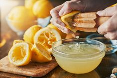 The Best Detox Drinks To Pass A Drug Test Whether you just received a promotion at work or are facing a drug test from probation you need to test clean. Kiwi, Lemon Water Benefits, Sport Nutrition, Best Detox, Fresh Lemon Juice, Natural Home Remedies, Detox Drinks, Iftar, Allergies