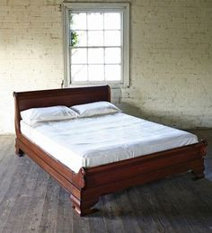 Mahogany Sleigh King Size French Bed with Low Foot Board. Made from solid mahogany. External Dimensions: H 96 cms x W 160 x L 224 cms Footboard Height 46 cm. Guest Bedrooms, Bedroom Sets, Master Bedroom, Cama Super King Size, Carved Beds, Hand Carved, Bedroom Furniture, Bedroom Decor, Antique Furniture