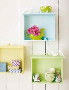 Old drawers as shelves. (From a foreign site but can figure out how to do this just by looking at pic really.) love repurposed furniture.