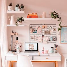 30 Girly Pink Home Office Ideas That Work All Day .- 30 Girly Pink Home Office-Ideen die Sie den ganzen Tag arbeiten möchten – Seite 37 von 38 -… – Diyideasdecoratio. 30 Girly Pink Home Office Ideas That You Want To Work All Day – Page 37 of 38 -… Study Room Decor, Cute Room Decor, Room Ideas Bedroom, Bedroom Inspo, Bedroom Decor Teen, Dorm Desk Decor, Room Setup, Dorm Room Desk, Diy Bedroom