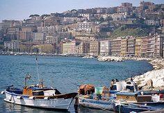 Barcos perto do porto Zannazzaro, em Nápoles