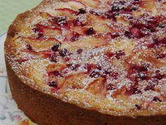 Celebration Treats 4U: Omena-puolukkapiirakka. Mm. Mascarponea sisältävän mehevän täytteen pariksi käyvät hyvin piirakan omena ja pirteät puolukat. Pie, Treats, Desserts, Food, Mascarpone, Torte, Sweet Like Candy, Tailgate Desserts, Cake