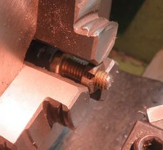 Chuck Screw Holder by Cascao -- It's just one or two nuts with a saw...
